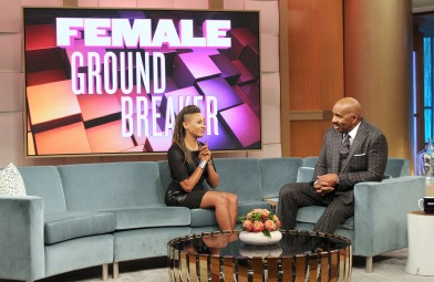 Mc Lyte honored on Steve Harvey Show (Eurweb)