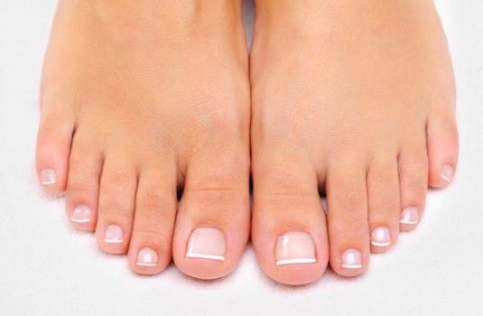 Picture of feet (ISTOCKPHOTO)